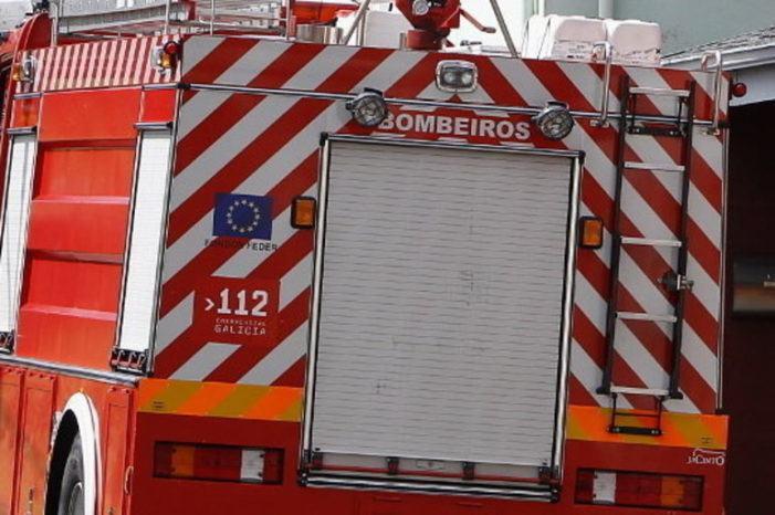 Unha colisión entre un microbús e tres turismos en Sarria sáldase cunha persoa ferida