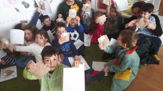 A compostaxe achégase ás crianzas de Redondela cos xogos dos 'Bichocos' do Revitaliza
