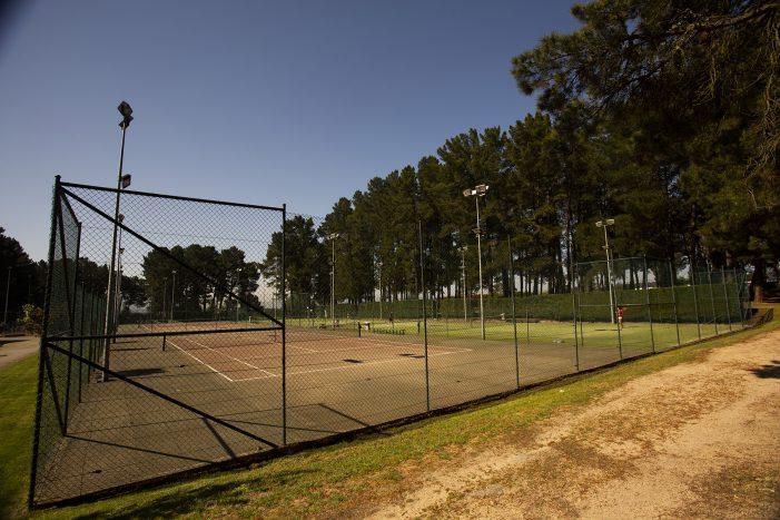 O Complexo Deportivo de Monterrei reabre as súas portas concertando 13 citas no primeiro día -3 para a pista de atletismo, 6 para as pistas de tenis e 4 para as pistas de pádel-