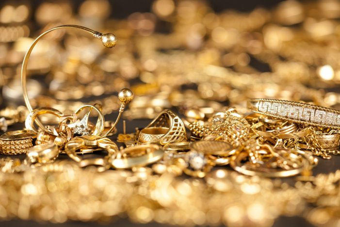 Consejos prácticos de OCU antes de vender piezas de oro