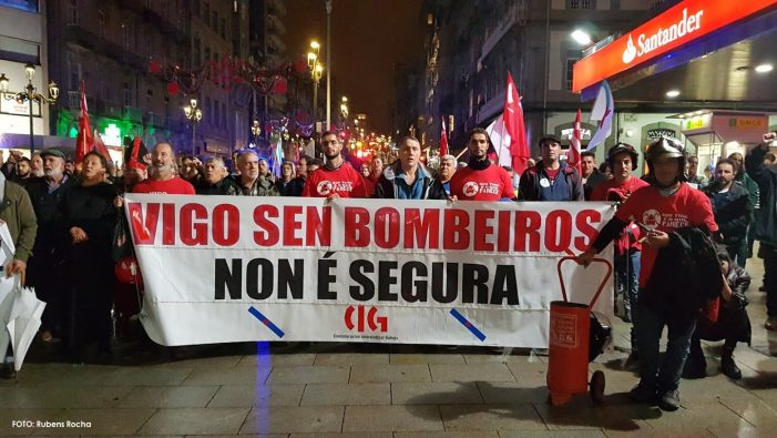 """Bombeiros de Vigo alertan da súa """"situación insustentable"""" e sen solución tras 10 meses de folga"""