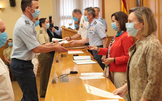 La ministra de Defensa clausura el XXI Curso de Estado Mayor de las Fuerzas Armadas