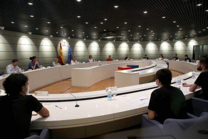 La ministra de Trabajo y Economía Social, Yolanda Díaz, se reúne con el colectivo de riders para abordar su situación laboral