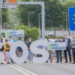 Os concellos do Miño lanzan un S.O.S. simbólico desde a Ponte da Amizade para abrir máis pasos na fronteira que faciliten a mobilidade das e dos traballadores