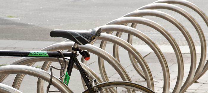 O Concello instala 200 aparcabicis ao longo do novo carril bici e pon en marcha o ascensor de Torrecedeira