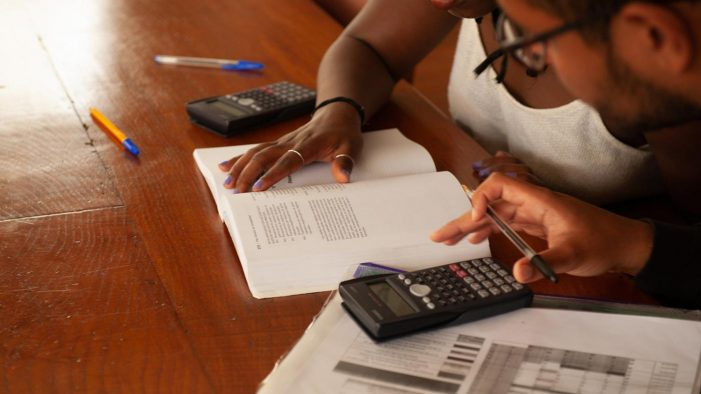 A Universidade abre a convocatoria de axudas destinadas a evitar o abandono dos estudos por motivos económicos ou familiares