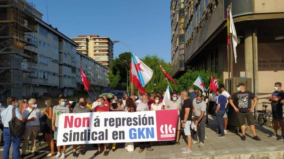 A CIG concéntrase nos xulgados de Vigo para denunciar a represión que sofre a delegada sindical en GKN Automotive