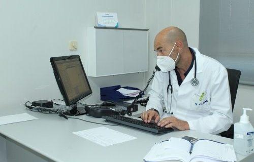 Todos los médicos que tienen consultas externas en Vithas Vigo ofrecen a sus pacientes la posibilidad de las consultas telemáticas