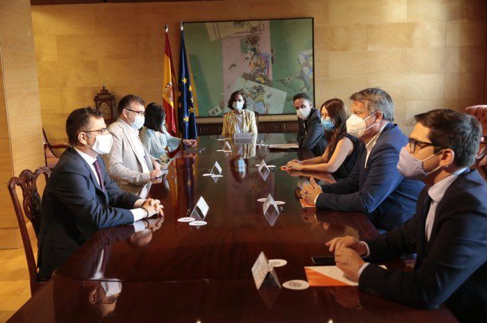 Carmen Calvo y Carolina Darias mantienen una reunión con una delegación de Ciudadanos