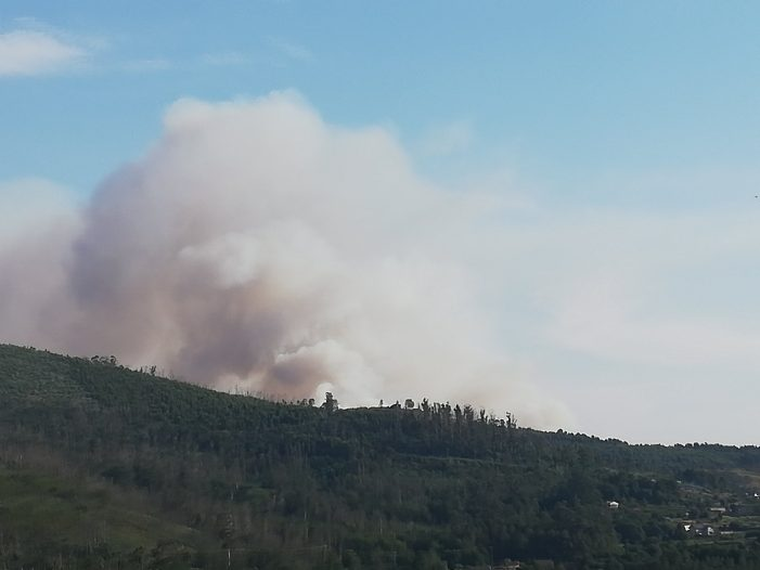 Rexístrase un incendio na parroquia de Bugarín con 3 focos activos