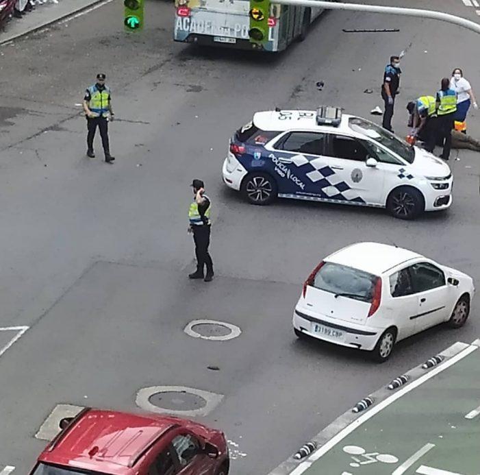 Graves tras una colisión entre una moto y una ambulancia en el cruce dos Chorons