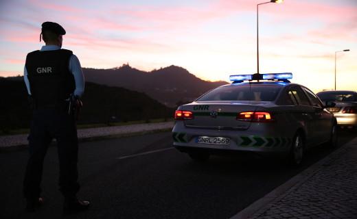 La Policía busca a un vigués sospechoso de asesinar con mutilación genital a un hombre y de herir a la pareja de este