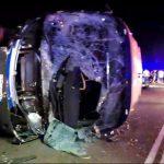 Evolucionan favorablemente os tres traballadores ingresados tras o accidente dun autobús en Oia