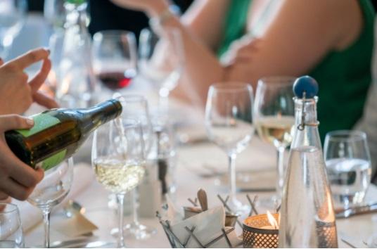 ¿Cómo abrir una botella de vino de manera correcta?