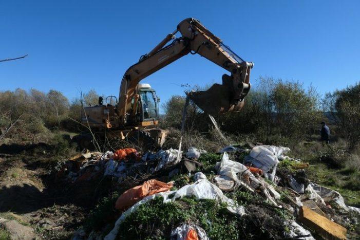 """""""A mán e a máquina"""": limpando a Veiga de Gomareite"""