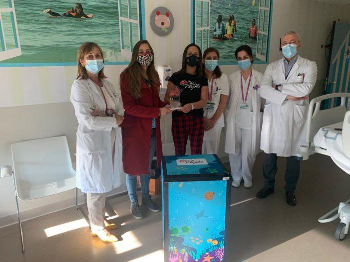 El pasado viernes Bicos de Papel y la estación logística de Amazon en Porriño han hecho entrega al Hospital Álvaro Cunqueiro de 8 neveras para instalar en las habitaciones de oncología pediátrica