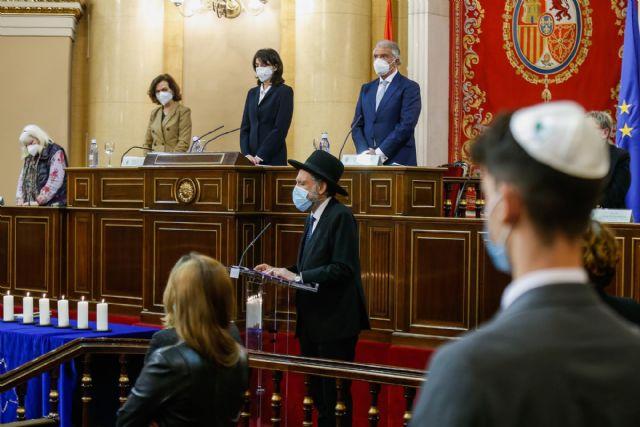 """Carmen Calvo afirma que """"la desmemoria es una enfermedad, pero el olvido es un delito"""" contra las víctimas del Holocausto"""