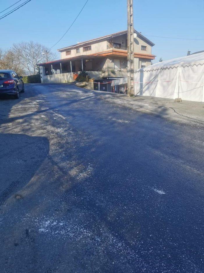 Protección civil xa botou 700 quilos de sal para eliminar as placas de xeo no Porriño