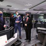 El presidente visita el centro de control que ha logrado reanudar la Alta Velocidad en tiempo récord