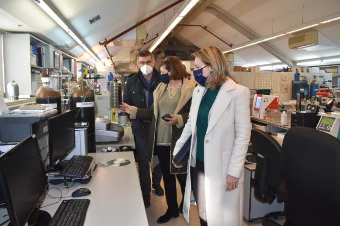A Xunta e a UDC ratifican o seu compromiso co impulso da actividade investigadora e co apoio ao talento no laboratorio de combustibles