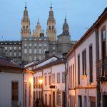 A iniciativa impulsada pola Xunta e o Concello de Santiago para mellorar a conectividade no Casco Histórico entra na fase final coa activación das primeiras conexións nas rúas do Franco e do Vilar