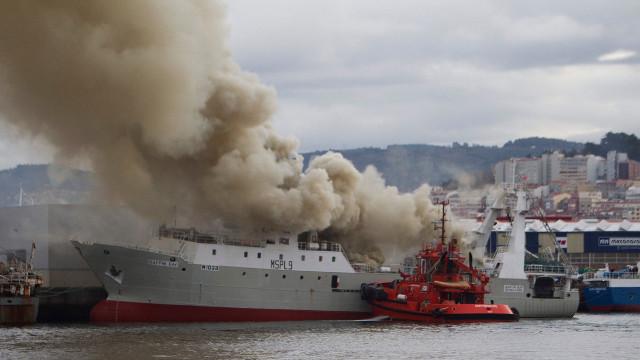 La Autoridad Portuaria de Vigo y capitanía marítima estudian la viabilidad del plan del reflotamiento del BAFFIN BAY