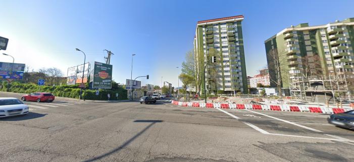 La historia de un delito contra la seguridad viaria de un vehículo pequeño de color rojo en Vigo