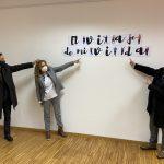 """Down Vigo amosa na sede da Deputación """"a viaxe da miña vida"""", unha exposición de coloristas tapices creados por persoas usuarias da asociación"""