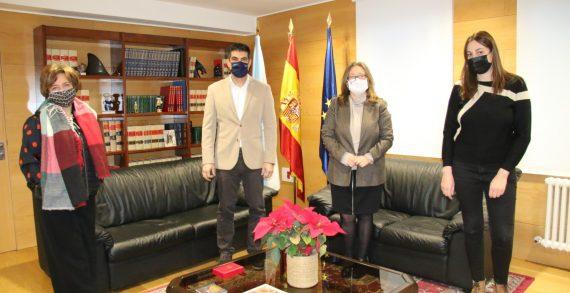 El delegado territorial de la Xunta recibe a la decana del Colegio de Economistas de Ourense
