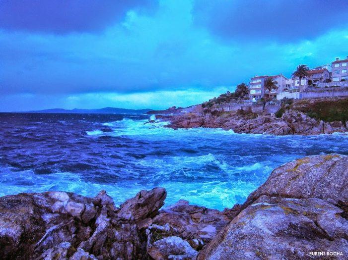 Activada para mañá a alerta laranxa por temporal costeiro nas provincias da Coruña e Pontevedra e por vento en Lugo