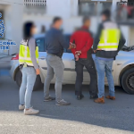 La Policía Nacional detiene a tres vigilantes de seguridad por asaltar dos viviendas en una lujosa urbanización