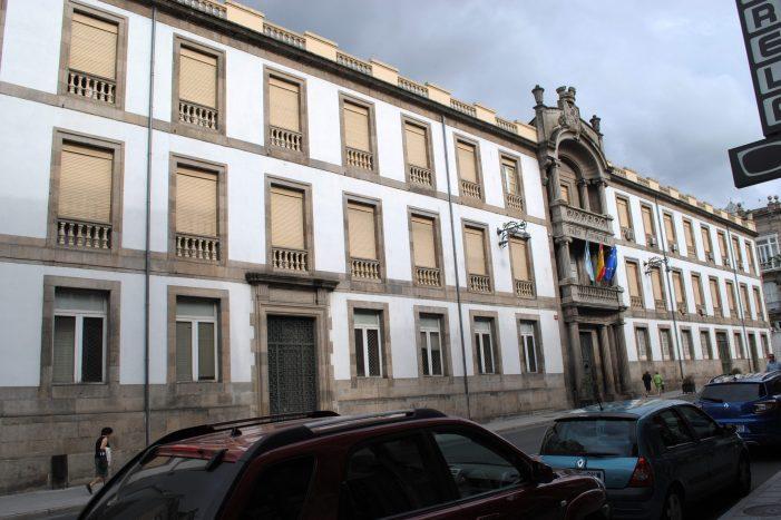 Un Juzgado ordena investigar un posible delito de prevaricación en la Diputación de Ourense por la compra de mobiliario urbano en 2011