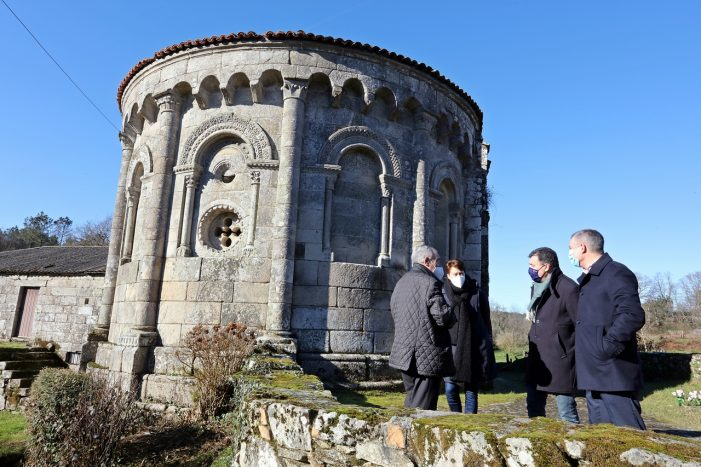 Román Rodríguez anuncia que la Xunta invertirá 160.000 € en la restauración del Mosteiro de San Pedro de Vilanova de Dozón
