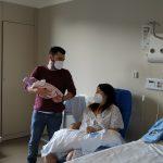 Abril, primeira bebé que naceu no Álvaro Cunqueiro no novo ano