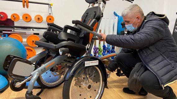 O Concello de Nigrán amplía o seu equipamento deportivo adpatado coa adquisición da súa primeira bicicleta con apoio eléctrico