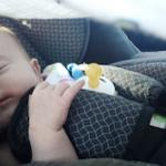 En el coche se debe tener especial cuidado con el estado del motor y la calidad de las sillas para bebés