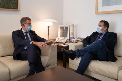 Feijóo defiende seguir impulsando de la mano de Stellantis el proyecto Autoancora para solicitar al Gobierno que lo incluya en el reparto de fondos europeos