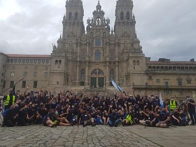 """El centenar de gallegos del exterior participantes del """"Conecta con el Xacobeo"""" finalizan el Camino en Compostela"""