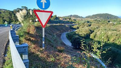 La Xunta comenzará este lunes nuevos trabajos de limpieza en las márgenes de dos carreteras autonómicas en las provincias de Lugo y de Ourense
