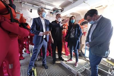La Xunta llama en Cangas a seguir trabajando en la seguridad laboral a bordo de los barcos de pesca