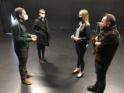 Fernández-Tapias se reúne con Roberto Relova, el nuevo director de la Escuela Superior de Arte Dramático de Galicia, y su equipo