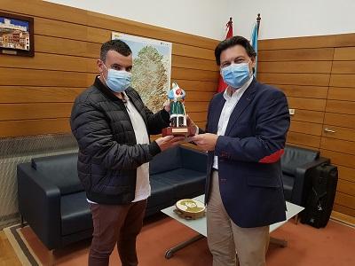 Miranda recibe a Carlos González, un reconocido gaitero formado en los talleres de los centros gallegos de Uruguay