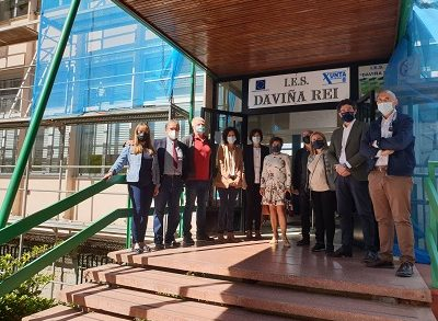 La Xunta invierte más de 70.000 euros en renovar las carpinterías de la fachada del IES Daviña Rey