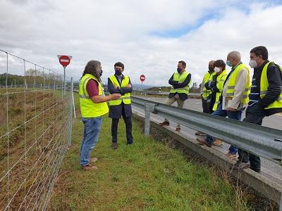 La Xunta instala el nuevo sistema de contención de la fauna en la vía de altas prestaciones CG 2.2, a la altura de O Corgo