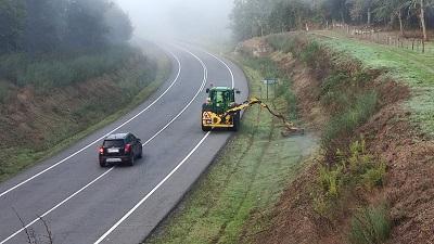 La Xunta seguirá la próxima semana con los trabajos de limpieza en los márgenes de las carreteras autonómicas de las cuatro provincias