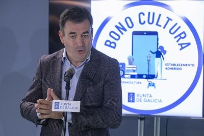 Román Rodríguez anima al sector a adherirse al Bono Cultura de la Xunta para impulsar su actividad